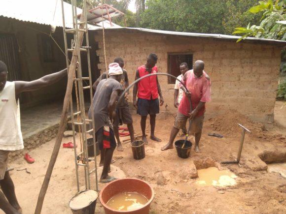 Guinea Bissau team keeps drilling for their communitycontinua perforando