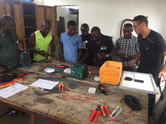 Sierra Leona, más pozos y curso electricidad